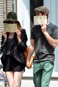 emma-stone-andrew-garfield-message-paps1