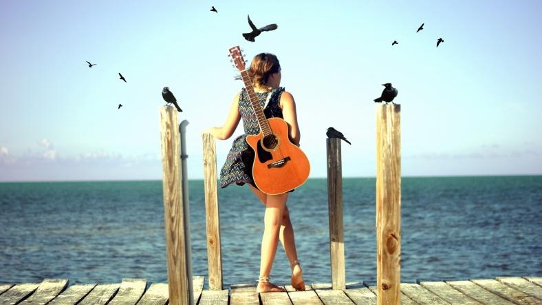 guitar-girl-beach-2560x1440